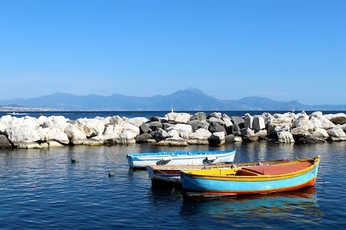 Бесплатное стоковое фото с лодка, море, океан, парус