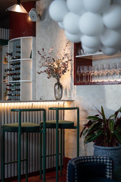 Darmowe zdjęcie z galerii z bar, bar winny, kawiarnia z barem, kryształowe szkło