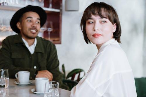 Darmowe zdjęcie z galerii z bar, dwie osoby, kawa, kawiarnia