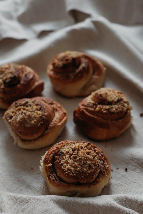 beslenme, çikolata, ekmek, ev yapımı içeren Ücretsiz stok fotoğraf