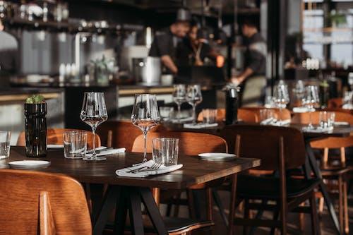 akşam yemeği, bar, bira, birahane içeren Ücretsiz stok fotoğraf