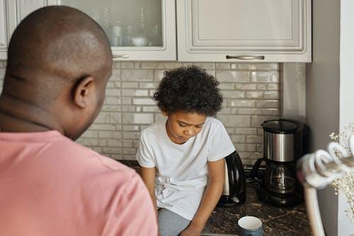Fotos de stock gratuitas de afroamericano, armarios, chaval