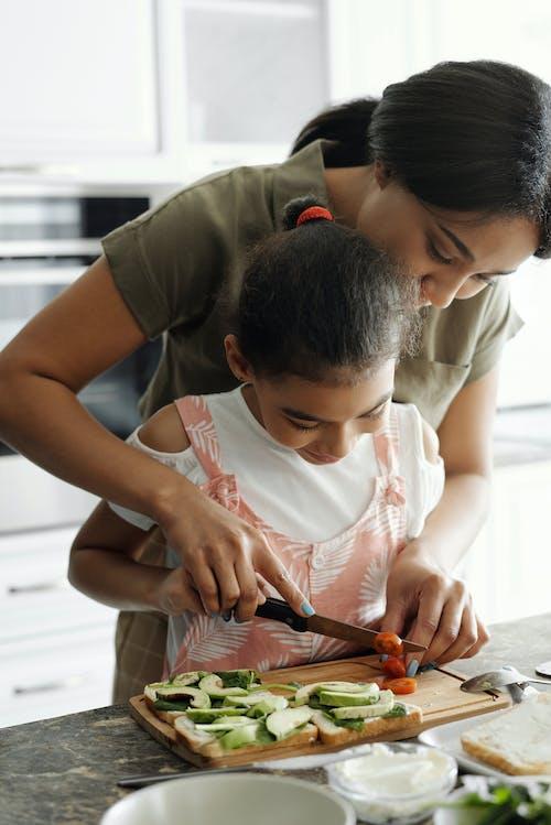 Foto profissional grátis de abacate, afro-americano, ajudando, alimentação saudável