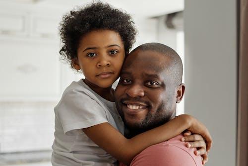 Gratis stockfoto met affectie, afro, afro kapsel