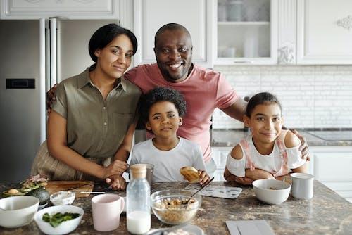 Ilmainen kuvapankkikuva tunnisteilla Aamiainen, afrikkalainen amerikkalainen poika, afrikkalainen amerikkalainen tyttö, afroamerikkalainen