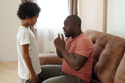 Ayah Berbicara Dengan Putranya