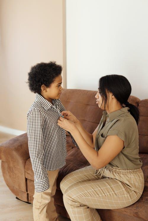 Ilmainen kuvapankkikuva tunnisteilla afroamerikkalainen, äiti ja poika, äitiys, asu
