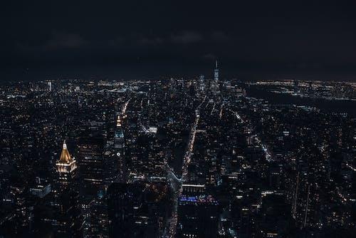 Fotobanka sbezplatnými fotkami na tému architektúra, budova, búrka, centrum mesta