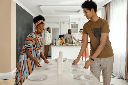 アフリカ系アメリカ人, アフリカ系アメリカ人女性, アフリカ系アメリカ人男性, インドアの無料の写真素材