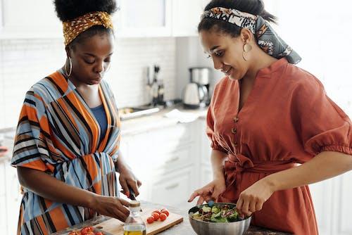アフリカ系アメリカ人, サラダ, サラダボウル, ディナーの無料の写真素材
