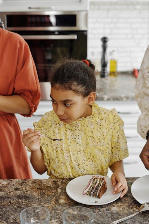 Foto profissional grátis de afro-americano, alimentação, bolo de aniversário