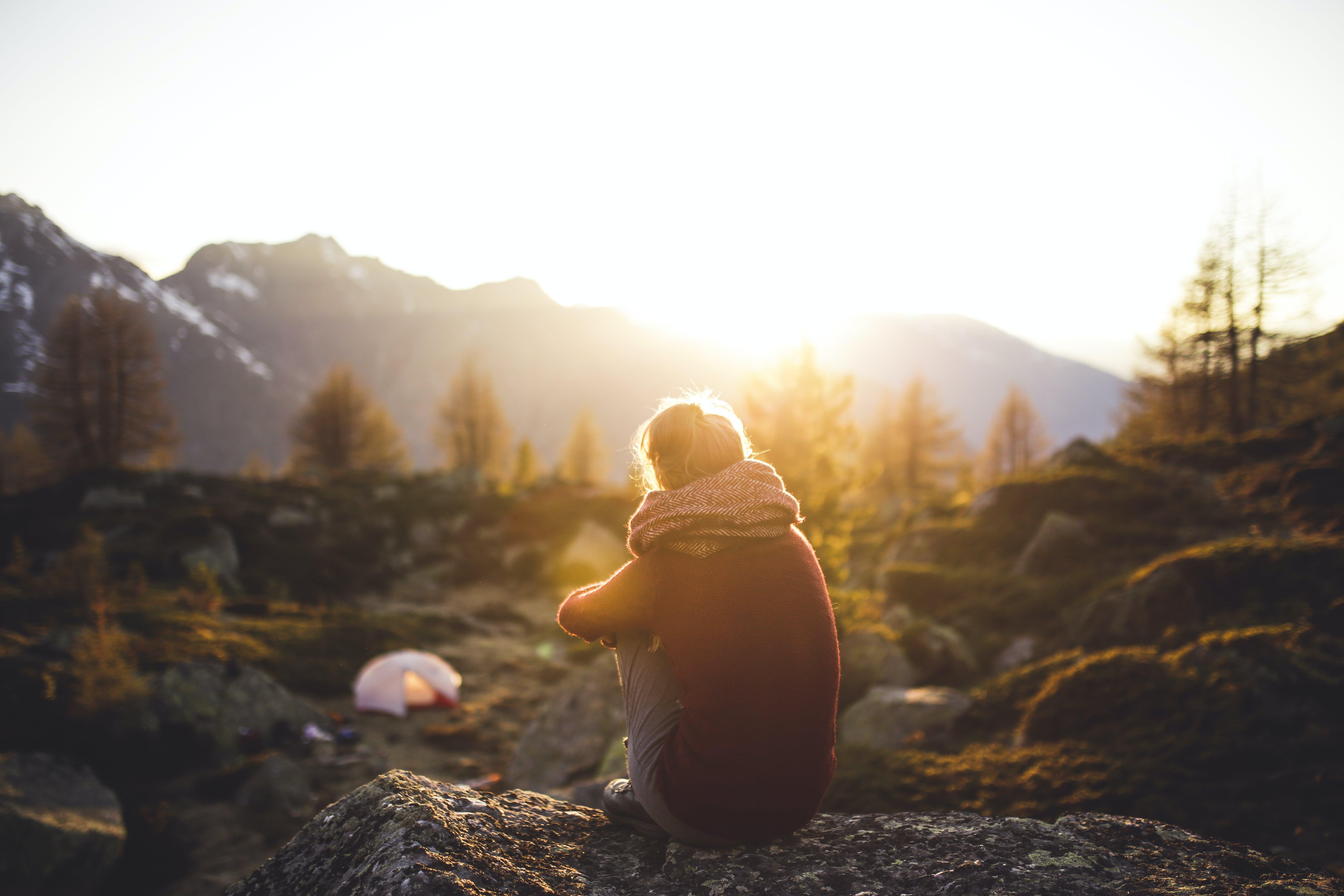 Kostenloses Stock Foto zu allein, bäume, berge, entspannung