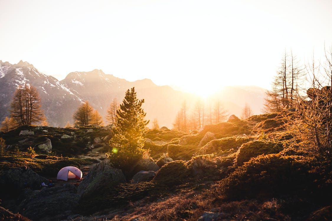 ακτίνα ήλιου, βουνά, βράχια