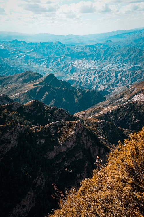 Gratis stockfoto met atmosferisch, beklimmen, berg, bergbos