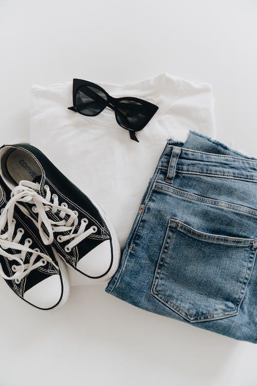 Бесплатное стоковое фото с converse, аксессуар, брюки