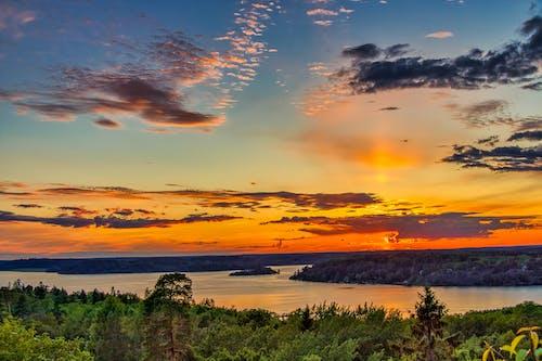 Foto stok gratis awan, danau, matahari terbenam, matahari terbenam yang indah