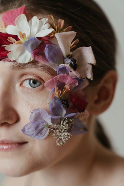 bitki örtüsü, büyücü, çiçek içeren Ücretsiz stok fotoğraf