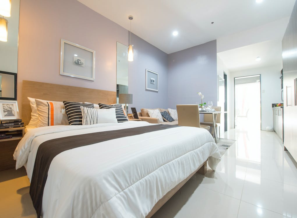 White Bed Linen With Pillows