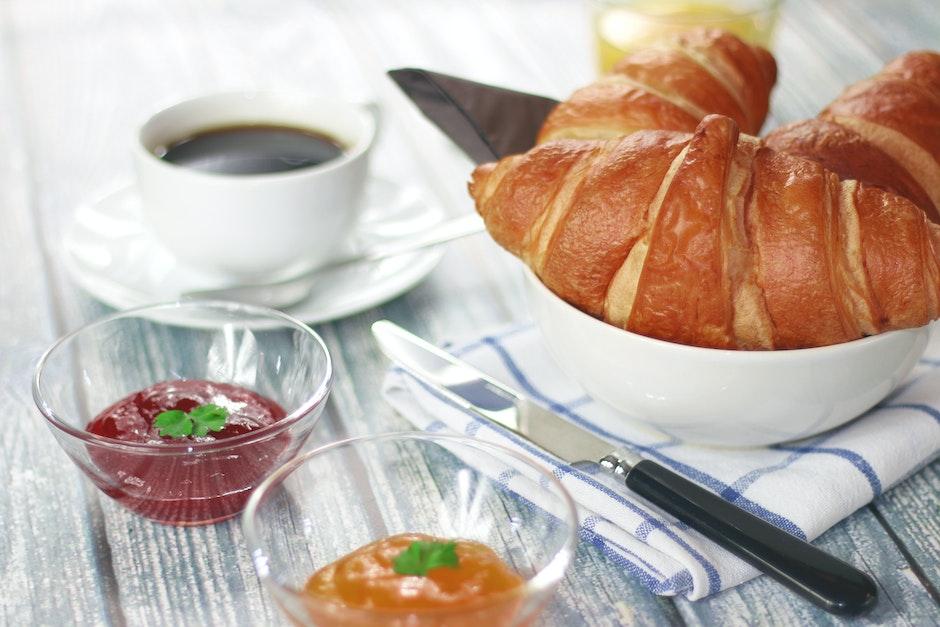 breakfast, coffee, croissant