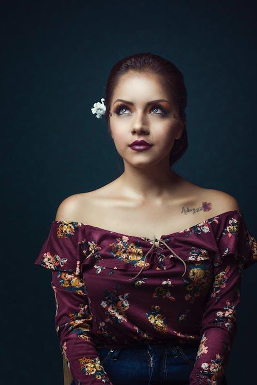 Základová fotografie zdarma na téma atraktivní, dáma, držení těla