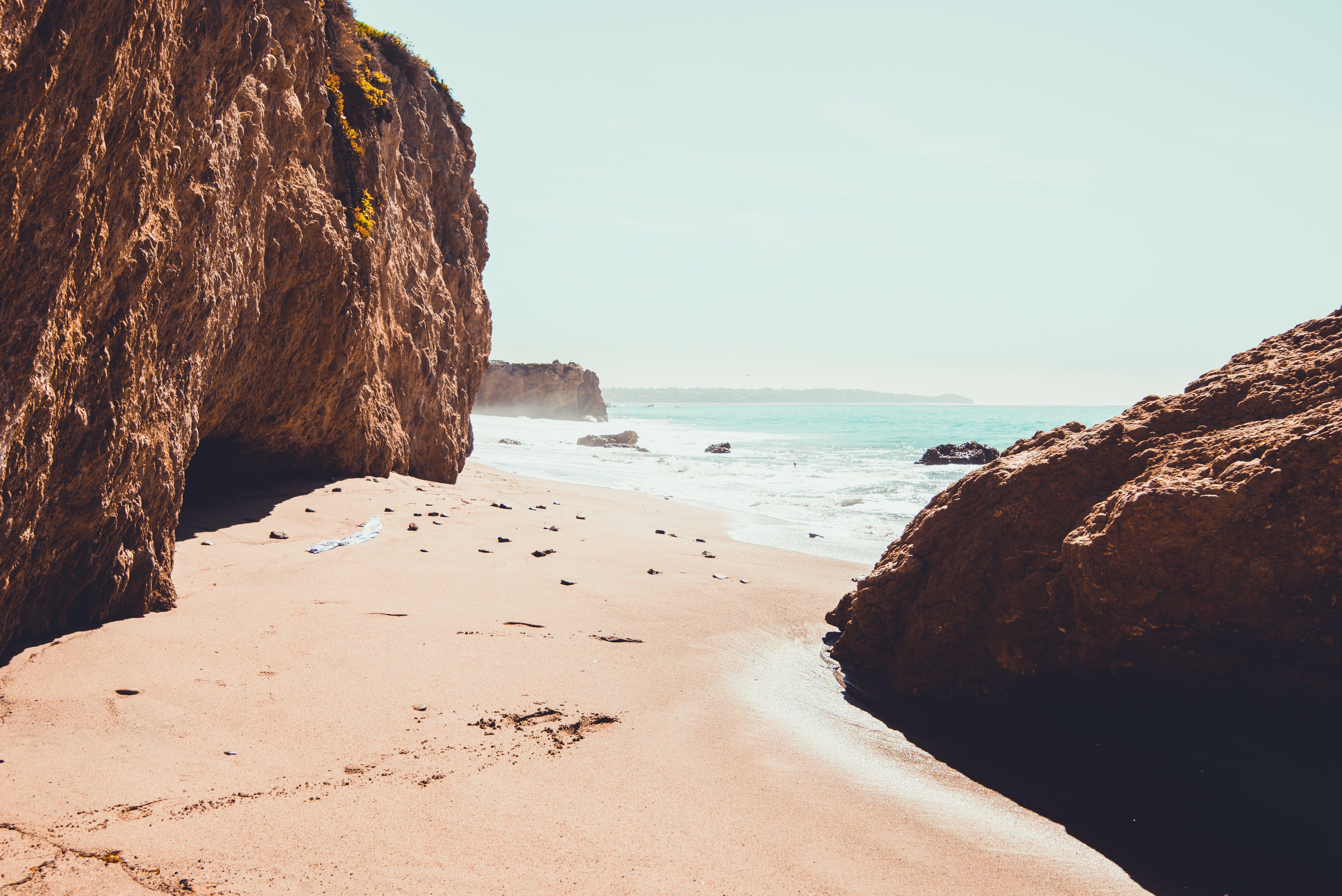 Δωρεάν στοκ φωτογραφιών με ακτή, άμμος, βράχια, γαλήνιος