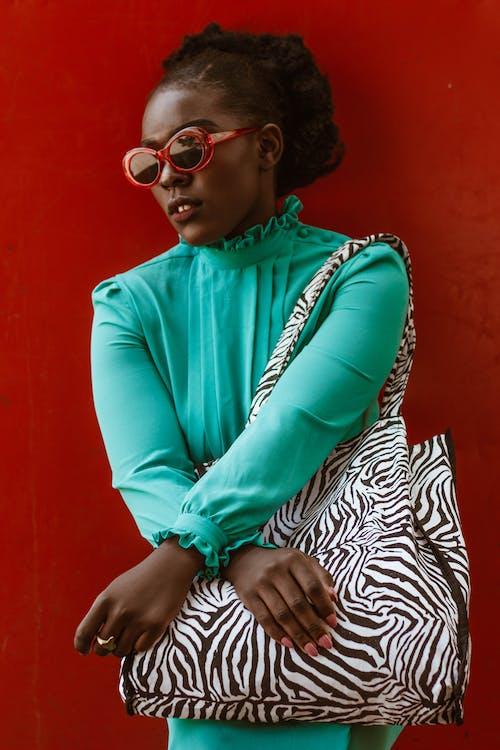 アイウェア, アダルト, アフリカ人女性, エディトリアルファッションの無料の写真素材