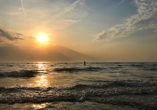 Kostenloses Stock Foto zu mädchen, meer, schwimmen, seelandschaft
