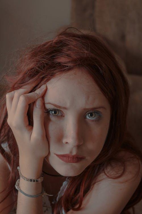 Darmowe zdjęcie z galerii z cielisty, dom, dziewczyna