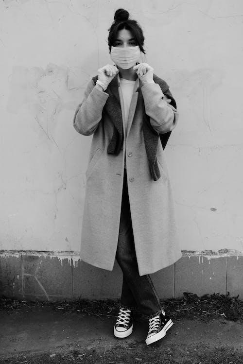 Fotos de stock gratuitas de ajustando, blanco y negro, caucásico