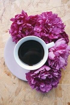 Kostenloses Stock Foto zu holz, kaffee, tisch, pink