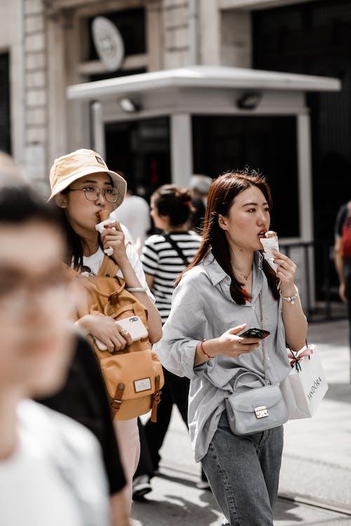 คลังภาพถ่ายฟรี ของ sırtçantalı turist, sokak, turist, turizm