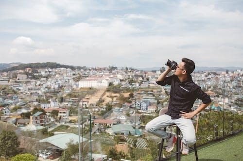 Free stock photo of Chân dung, đàn ông, nhiếp ảnh gia, quang cảnh nhìn từ trên cao