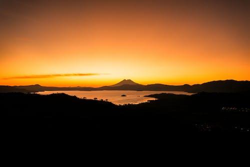 Photos gratuites de amanecer, lago, paisaje, volcan