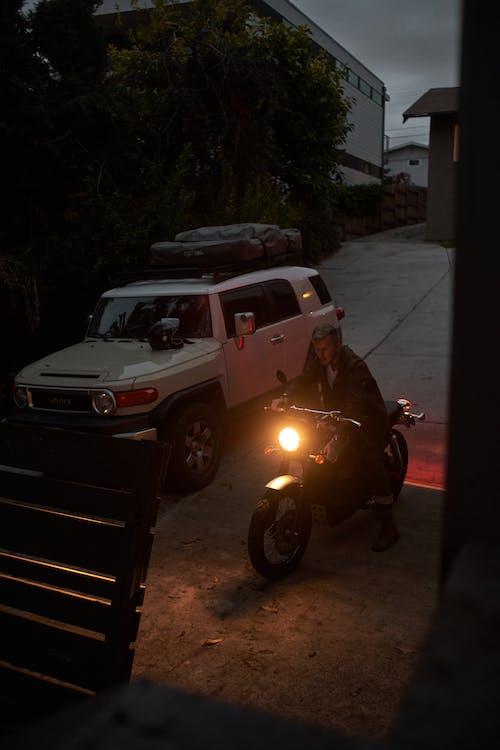 SUV, アスファルト, オートバイの無料の写真素材