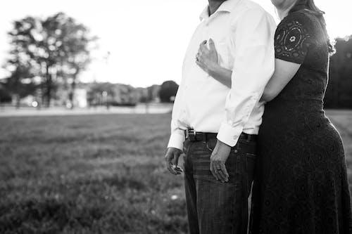 Immagine gratuita di abbraccio, adulto, affetto, amore