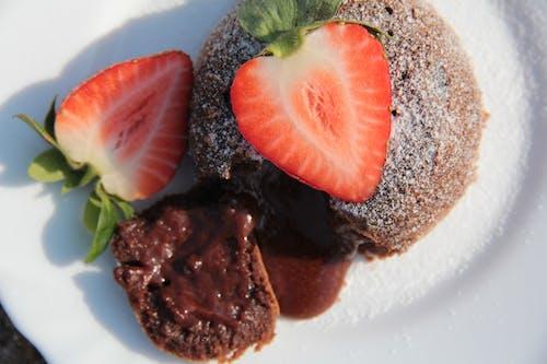 Free stock photo of čokoládové dortíky, cukrárna, dekorace dortu