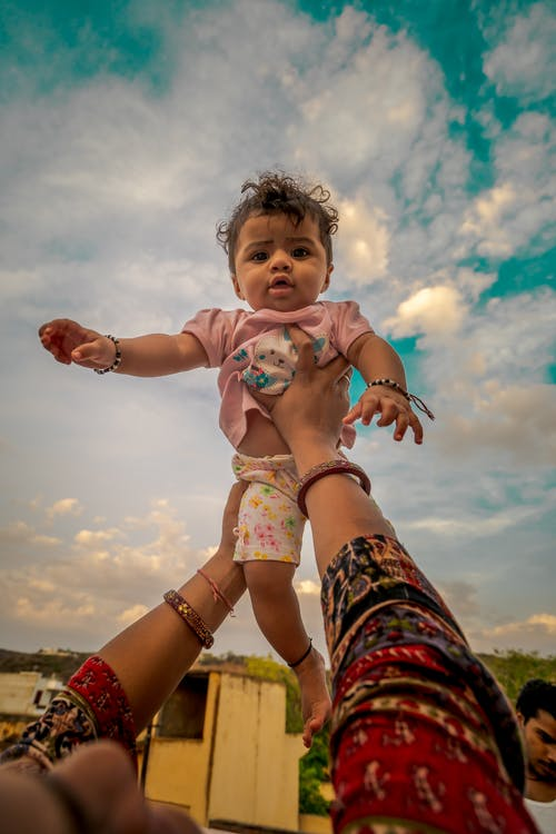 Fotos de stock gratuitas de bebé, biberón, cielo azul, cielo hermoso