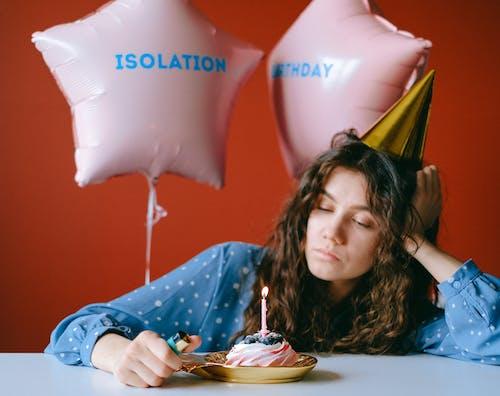 Бесплатное стоковое фото с isobirthday, в помещении, веселье