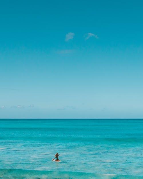 Foto profissional grátis de água, areia, azul, beira-mar