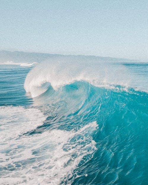 çarpmak, dalga, dalgalar içeren Ücretsiz stok fotoğraf