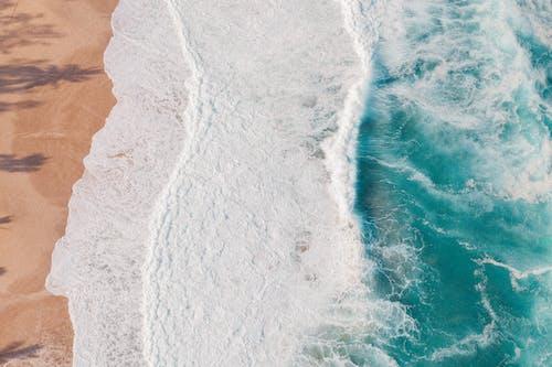 çarpmak, dalgalar, deniz içeren Ücretsiz stok fotoğraf