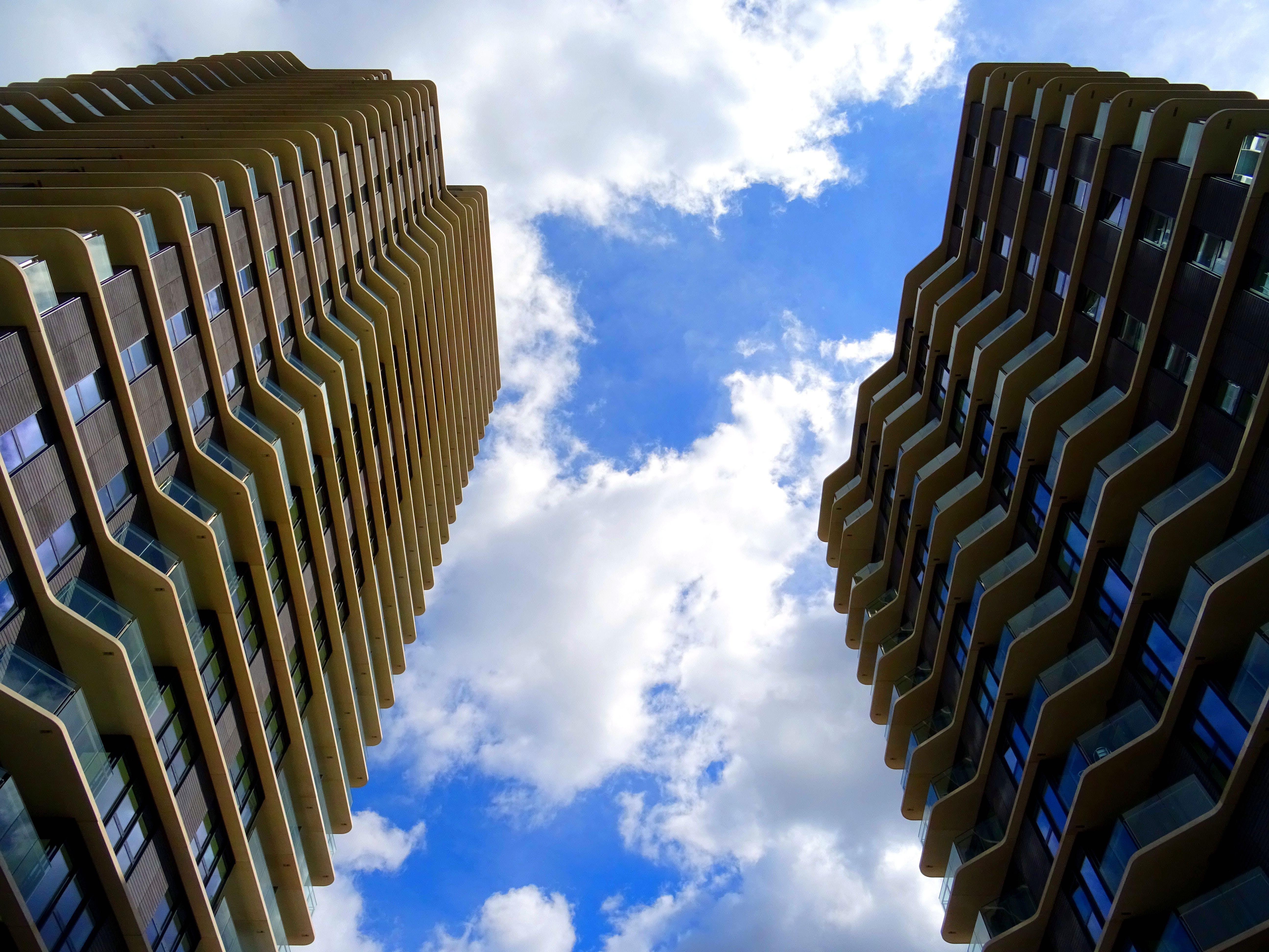Foto d'estoc gratuïta de acer, arquitectura, cel blau, contemporani