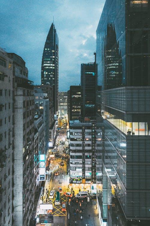 Foto profissional grátis de arranha-céu, arranha-céus, automóveis, cidade