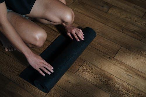 Gratis lagerfoto af cirkulær yogemåtte, fitness, fyr