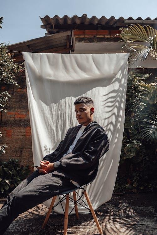 Fotos de stock gratuitas de adulto, al aire libre, Arte, asiento