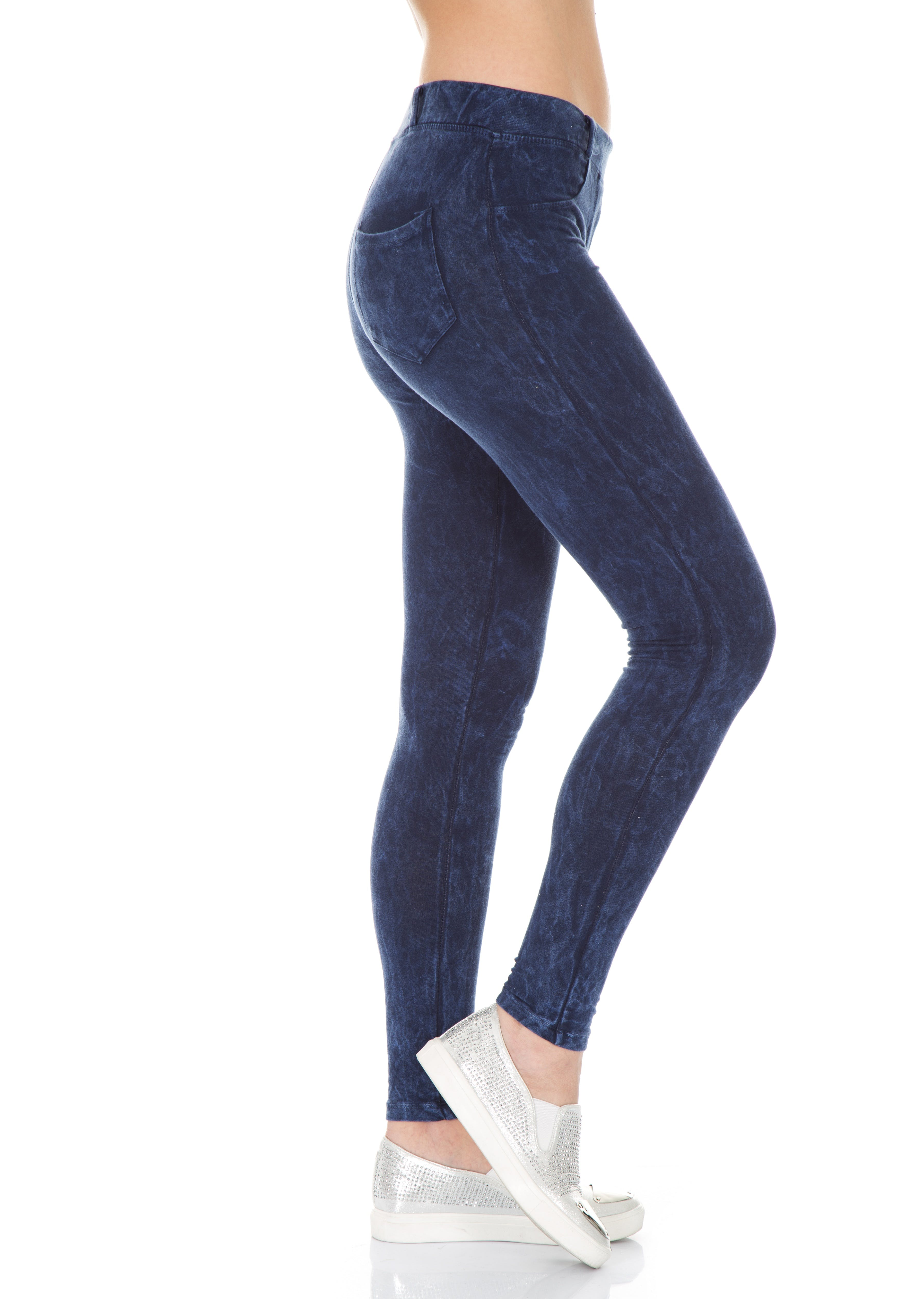 Kostnadsfri bild av ben, byxor, denim, gymnastikskor