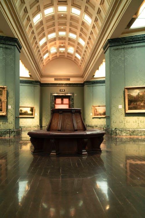 Ingyenes stockfotó épület belső, művészeti múzeum, múzeum, ülés témában