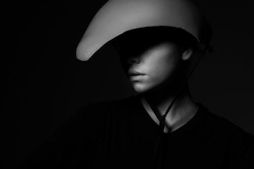 Безкоштовне стокове фото на тему «модель, монохромний, персона, Темний»