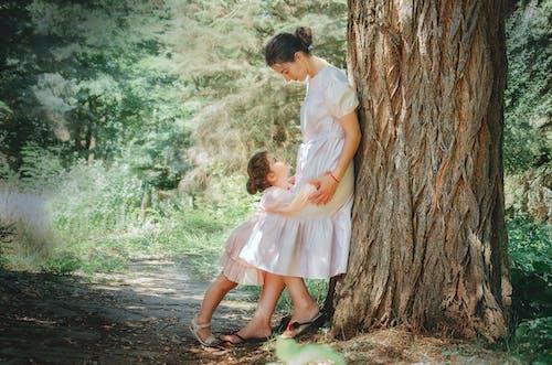 Kostnadsfri bild av barn, barndom, bindning, dagsljus