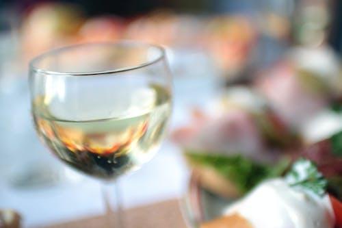 Бесплатное стоковое фото с вино, ланч, пить, размытый
